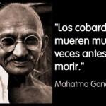 Imágenes y frases cortas de Mahatma Gandhi con mensajes de Paz para reflexionar