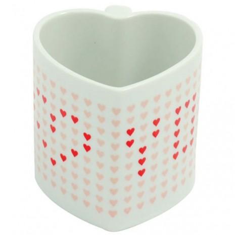 taza-con-corazones-y-un-mensaje-romantico