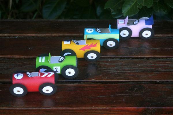 coches-carton-juguete