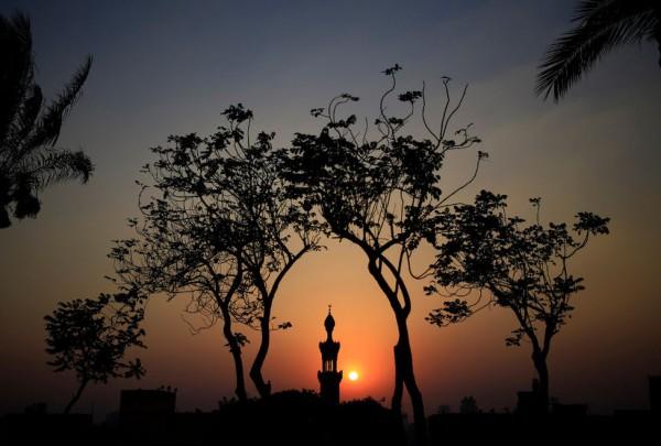 Puesta-mezquita-publico-sagrado-Ramadan_MILIMA20150704_0240_3
