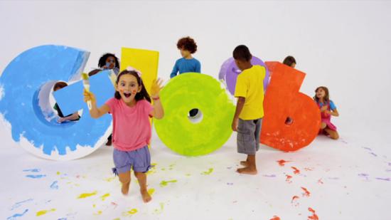 Niños felices jugando  (2)