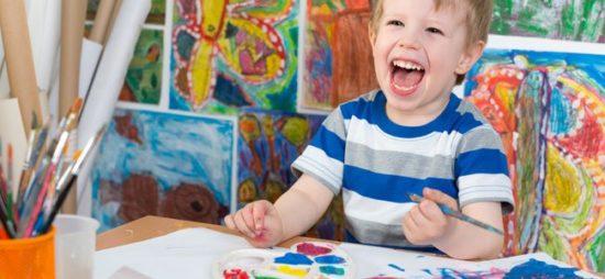 Niños felices jugando  (29)
