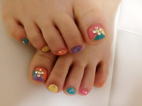 colored_toenails