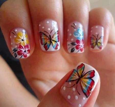 uñas-decoradas-con-mariposas-450x420