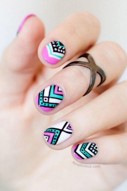 uñas-decoradas-de-colores-diseño-corto-1