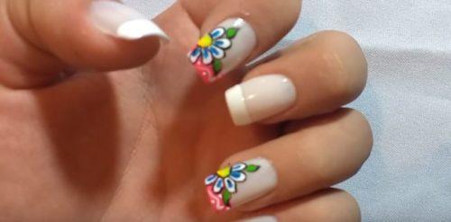 pintar-unas-con-flores