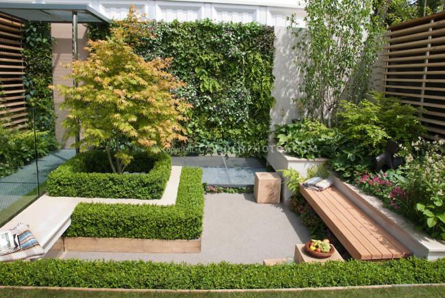 Acá el jardín se encuentra armado en el centro de este lugar, donde