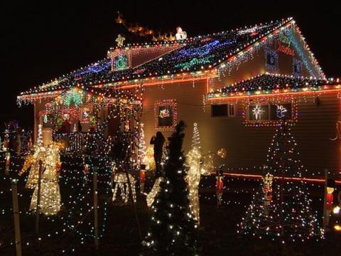decoracion-de-fachadas-de-casas-con-luces-navidad-11