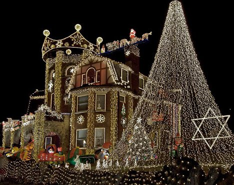 decoracion-de-fachadas-de-casas-con-luces-navidad-14