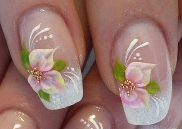 hay uas decoradas con flores con diseos sencillos para aquellos que estn comenzando a decorar las uas ya que tambin hay patrones ms complejos with