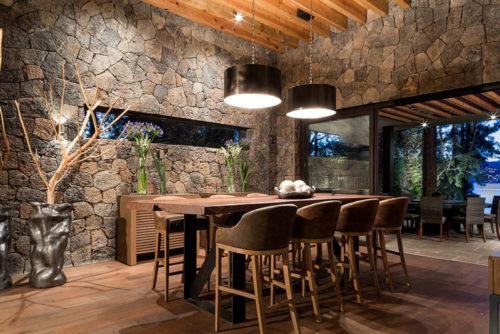 100 fachadas de casas con piedra modernas y minimalistas - Pared de piedra interior ...