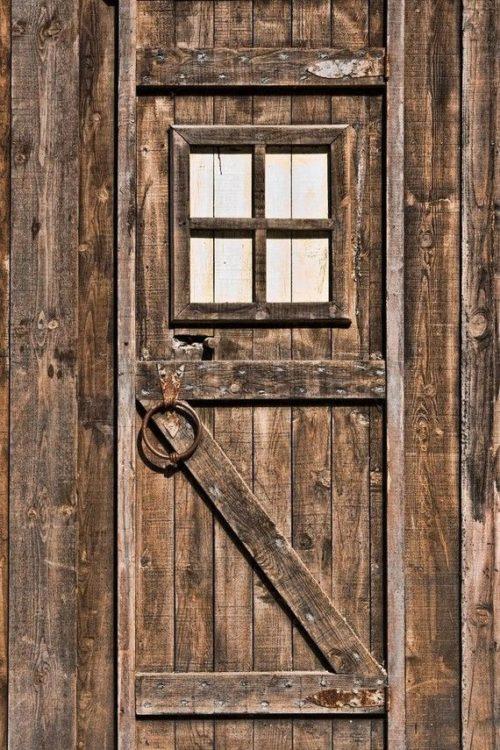 Portones de madera antiguos conjunto de puertas y for Puertas de madera estilo antiguo