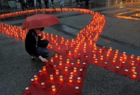 sidaencendidas-simbolico-recuerdo-victimas-VIHsida_PREIMA20111121_0176_10