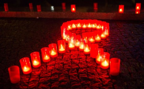 sidaencendidas-simbolico-recuerdo-victimas-VIHsida_PREIMA20111121_0176_10.jpg1