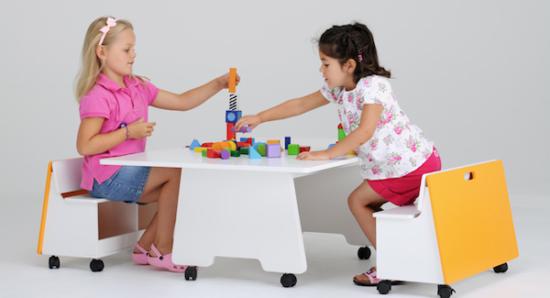 Niños felices jugando  (3)