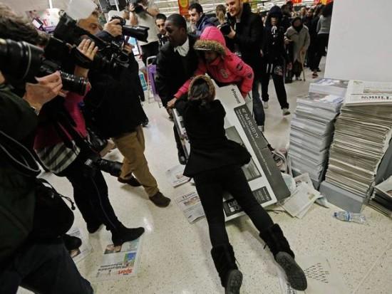 Black Friday gente loca comprando  (1)
