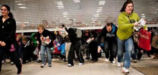 Black Friday gente loca comprando  (10)