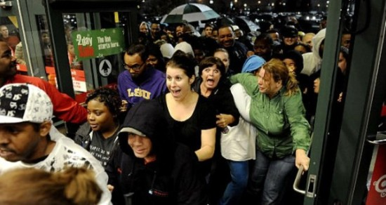 Black Friday gente loca comprando  (11)