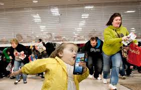 Black Friday gente loca comprando  (2)