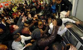 Black Friday gente loca comprando  (7)