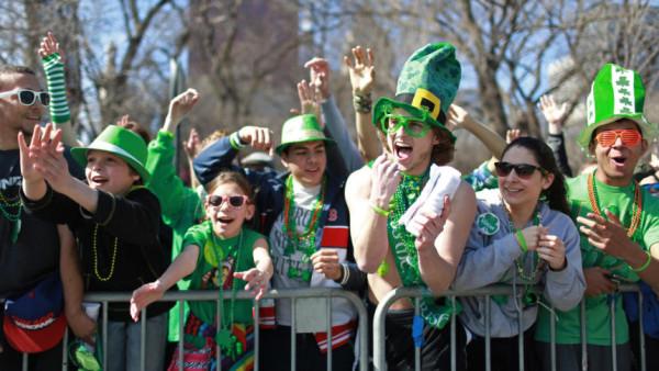 Miles-de-residentes-de-Chicago-se-vistieron-de-verde-para-celebrar-el-dia-de-San-Patricio-el-pasado-fin-de-semana.-JOHN-J.-KIM-CHICAGO-TRIBUNE-860x484