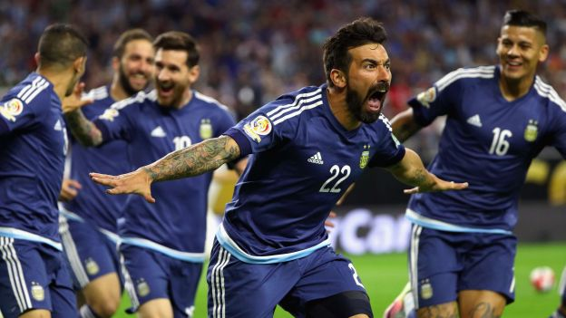 HOUSTON, TX - JUNE 21: Ezequiel Lavezzi #22 of Argentina celebrates scoring a first half goal against the United States during a 2016 Copa America Centenario Semifinal match at NRG Stadium on June 21, 2016 in Houston, Texas. Scott Halleran/Getty Images/AFP == FOR NEWSPAPERS, INTERNET, TELCOS & TELEVISION USE ONLY ==