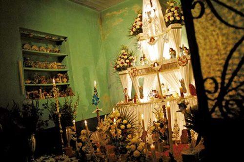 Ofrenda de Dia de Muertos en Huaquechula, Puebla.