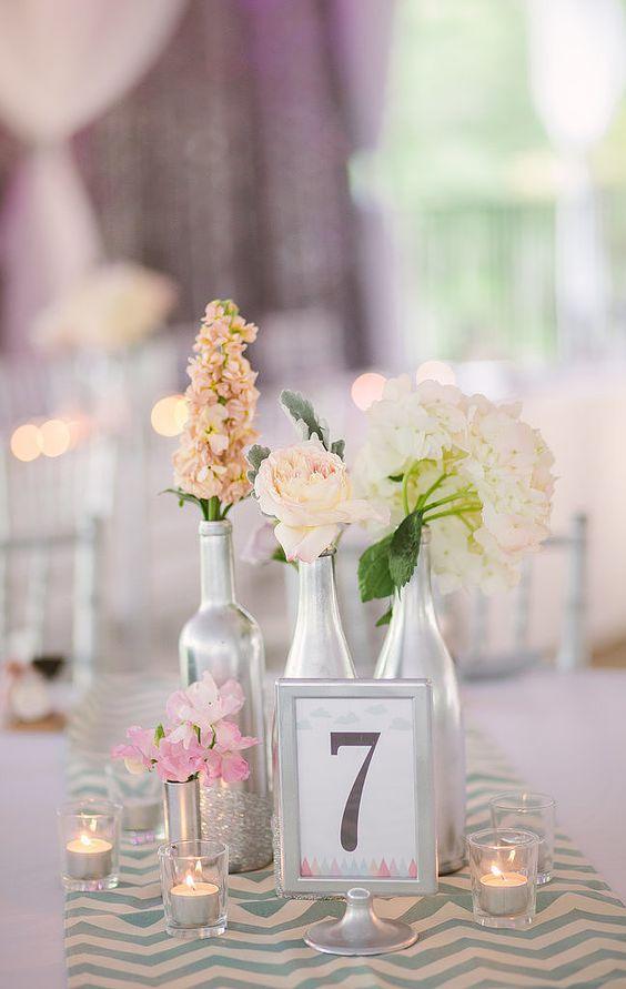 45 centros de mesa para boda con frascos botellas y velas for Mesa de centro industrial
